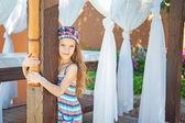Heerful chica en vestido — Foto de Stock
