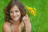 Portrait young beautiful woman holding bouquet yellow wildflower — Stock Photo