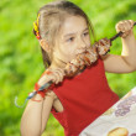 Young girl eats kebab — Stock Photo