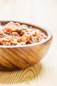 Pommes frites med kött, kål och morötter — Stockfoto