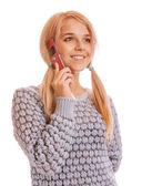 Flickan talar i hennes mobiltelefon och leende — Stockfoto