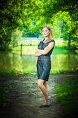 Celovečerní portrét mladé hezké ženy — Stock fotografie