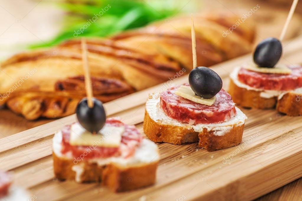 бутерброды с маслинами