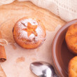 Muffins with cinnamon and icing sugar — Stock Photo