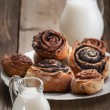 Cinnamon rolls and Bun with poppy seeds — Stock Photo