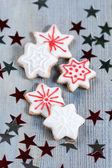Gingerbread cookies over wooden background — Stock fotografie