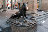"Il Porcellino (Italian ""piglet"") is the local Florentine nickname for the bronze fountain of a boar in Florence, Tuscany, Italy. — Stockfoto"