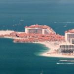 View on luxury hotels on artificial island Palm Jumeirah, Dubai, United Arab Emirates — Stock Photo
