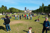 Champ de Mars - large garden between the Eiffel Tower and the Ecole Militaire (military school) — Stock Photo