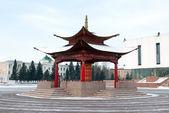 Roda de oração budista na praça arat em kyzyl — Foto Stock