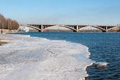 查看上克拉斯诺雅斯克和桥梁在叶尼塞河河 — 图库照片