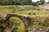 Ancient Roman amphitheatre in Archeological Park of Syracuse — Stock Photo