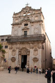 Crowds of tourists visit the many churches in Siracusa — Foto Stock