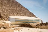 The pavilion with Khufu ship — Stock Photo