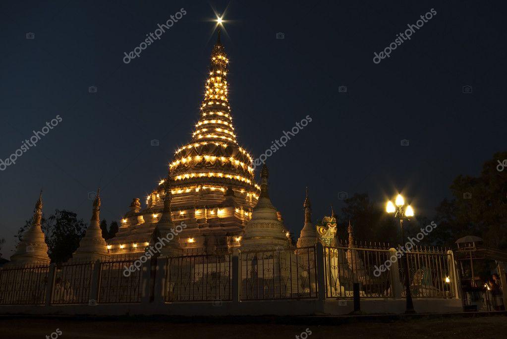 佛舍利塔上扫管笏銮在泰国排湄北寺
