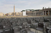 Square in front of the Basilica of St. Peter in Vatican City wit — Stock Photo