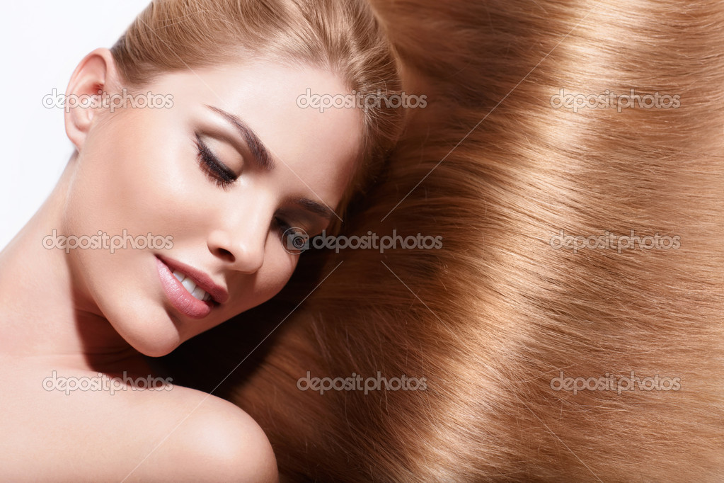 Young beautiful girl with shiny hair — Stock Photo #13433205