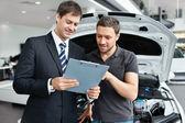 Köpa en bil — Stockfoto