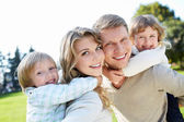 Família com filhos — Foto Stock