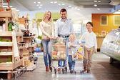 Gezin met kinderen — Stockfoto