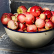 Bowl with ripe apples — Stock Photo