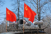 Red flags and megaphones on the roof of a car — Stock Photo
