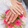 Hands and rings it is wedding bouquet — Stock Photo