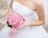 Wedding bouquet in hands of the bride — Stock Photo