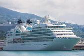 Crucero grande en el yalta. ucrania — Foto de Stock