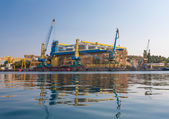 Ship repair cranes in the bay of Sevastopol. — Stock Photo