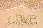Amore scritta a mano in sabbia per naturale — Foto Stock