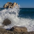 The waves breaking on rock — Foto Stock
