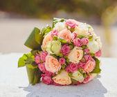 Beautiful bouquet of wedding flowers — Stock Photo