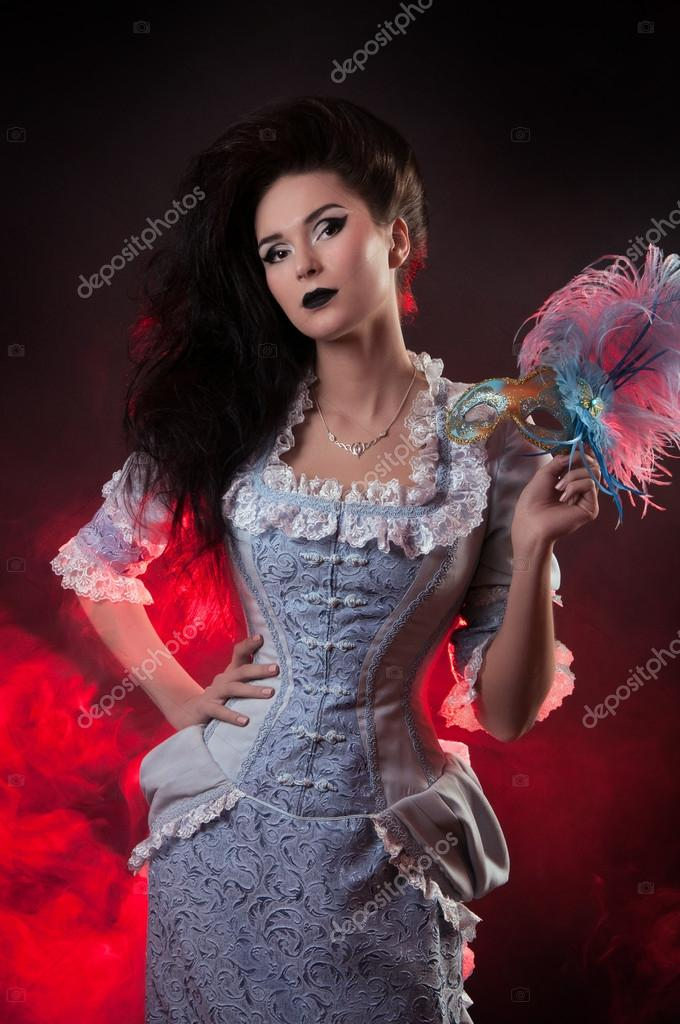 Beautiful Halloween vampire woman aristocrat with venetian mask — Stock Photo #12536407