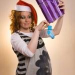 linda garota de santa animado com um presentes — Foto Stock