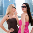 Two beautiful women in Singapore — Stock Photo