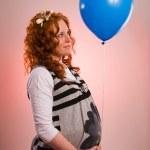 balão de exploração da mulher grávida bonita — Foto Stock