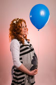 Beautiful pregnant woman holding balloon — Stock Photo