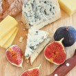 Cheese and figs — 图库照片