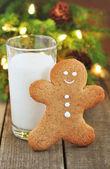 Leite e biscoito de homem de gengibre — Foto Stock