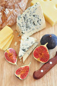 Cheese and figs — Stock Photo