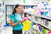 Compra mujer protección higiénica — Foto de Stock