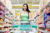 Woman shopping at the supermarket — Stockfoto