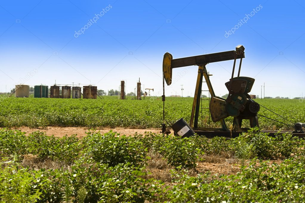 Oil well pumper in West Texas. — Stock Photo #12648050