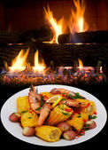Shrimp,red potatoes and yellow corn. — Stock Photo