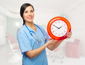 Läkare med klocka — Stockfoto