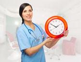 Doktor ile masa saati — Stok fotoğraf