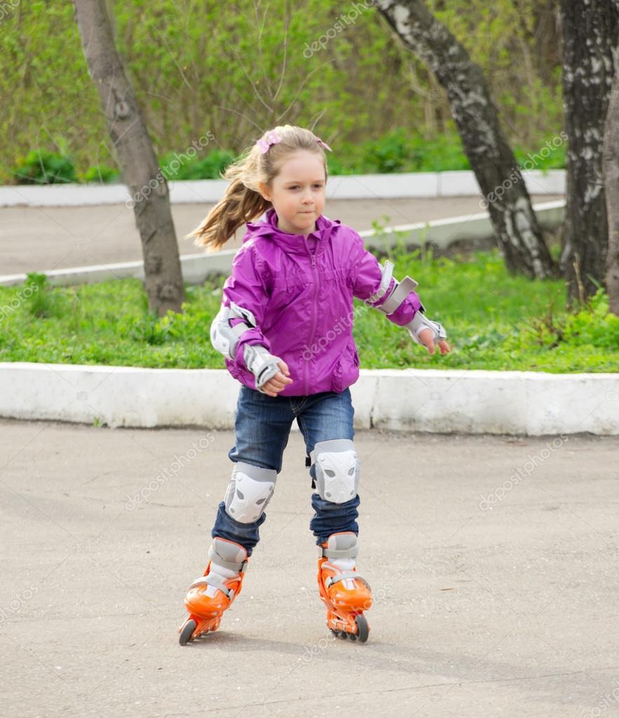 Ролики : фото и картинки дети на роликах, скачать рисунки на Depositphotos 75