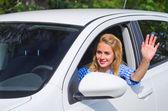 Dziewczyna jazdy samochodem — Zdjęcie stockowe