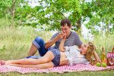 Young couple on picnic — Photo